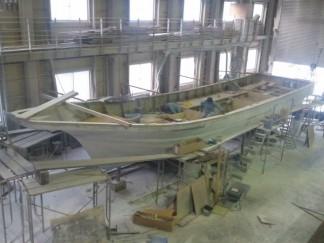 ルアー船製作中全体像
