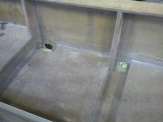 ルアー船水穴